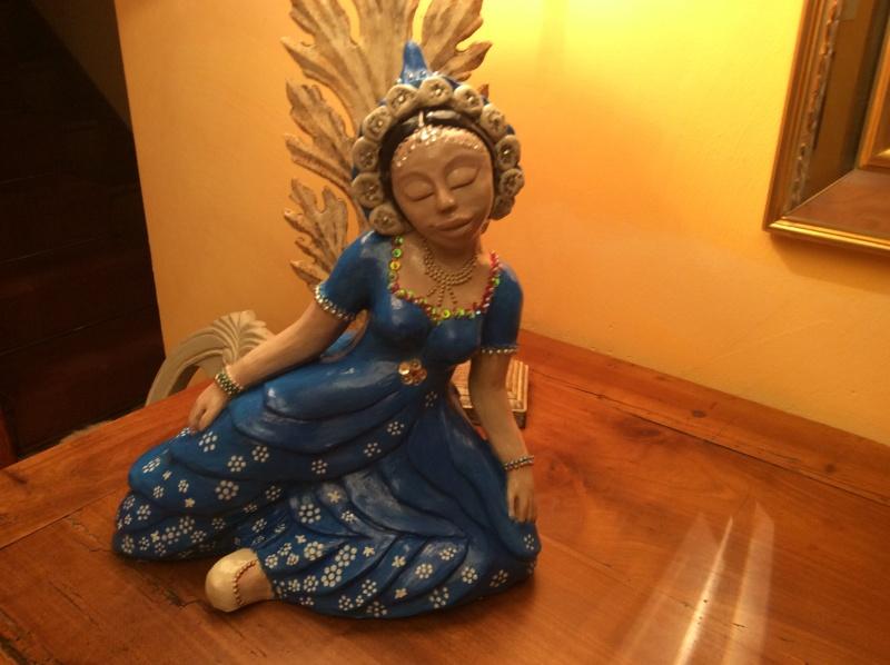peindre les sculptures: les Kore Img_0219