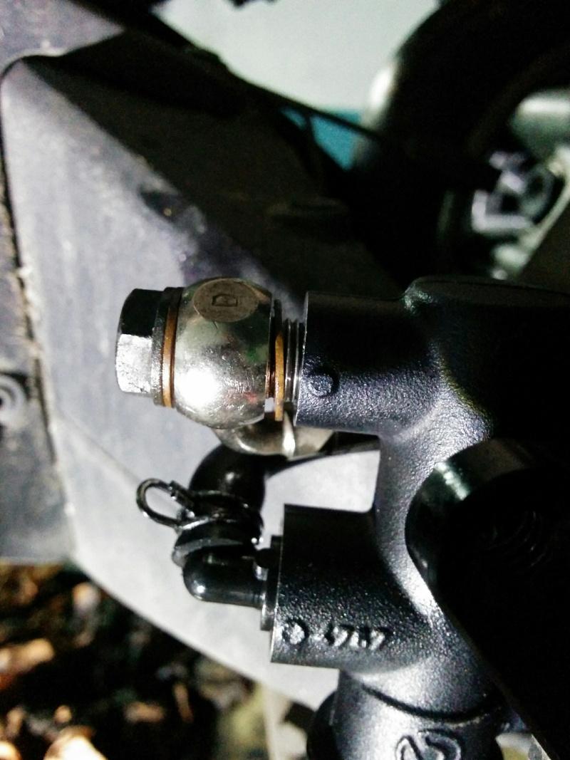 Toto: changer le maitre cylindre de frein AR Img_2015