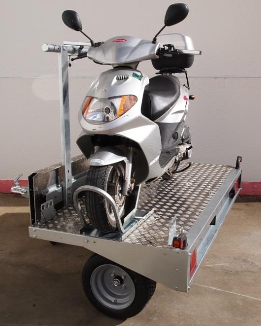 [INFOS Techniques] Treuil pour scooter dans soute Remorq11