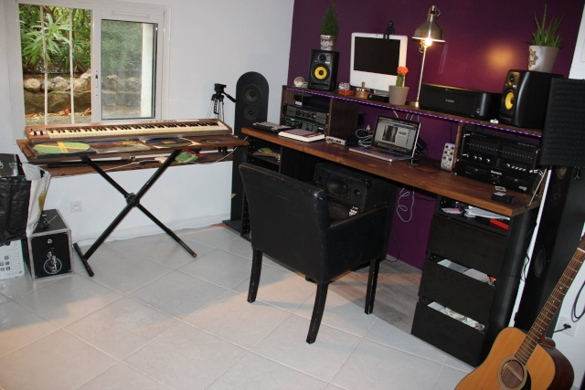 mon espace de travail fait maison. Black Bedroom Furniture Sets. Home Design Ideas