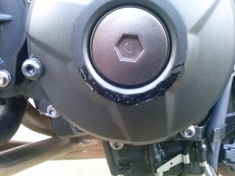 Couvercle d'alternateur - egratignures: réparer ou changer Cam00012
