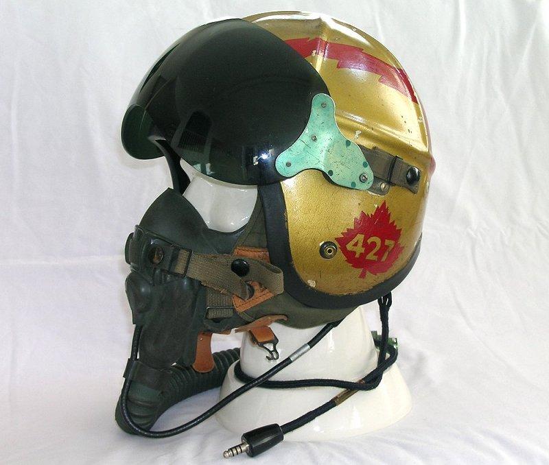 427 Squadron pilot's helmet - Gentex H-4-1 427hel12