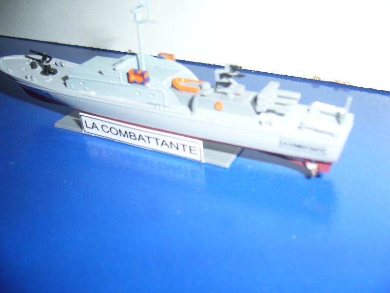 Vedette LA COMBATTANTE HELLER 1/400EME. P1080812