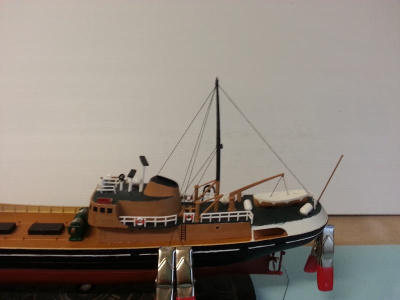 NorthSea Fishing Trawller de Revell au 1/142° - Page 2 Ch_2310