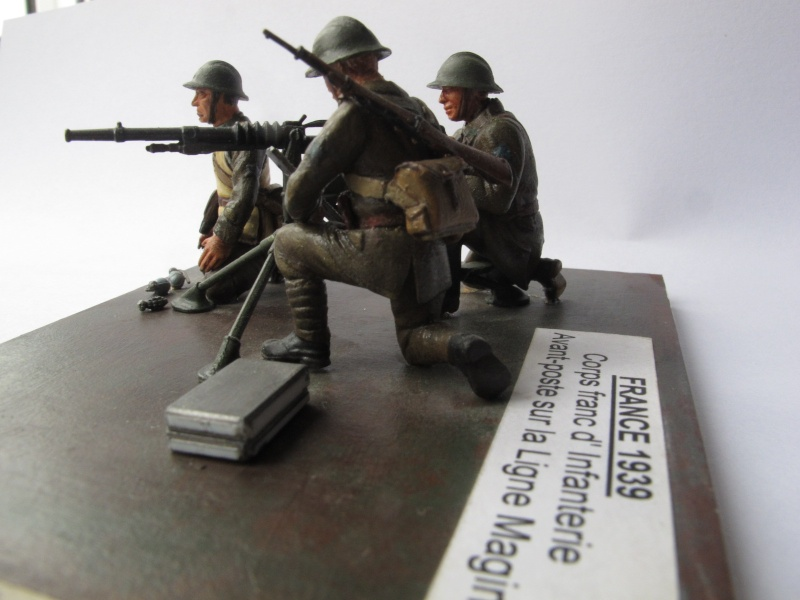 Figurine Heller. Groupe mitrailleuse Hochkiss 1939 au 1/35e Img_2516