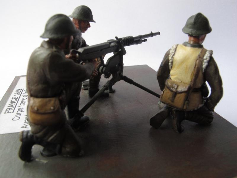 Figurine Heller. Groupe mitrailleuse Hochkiss 1939 au 1/35e Img_2517