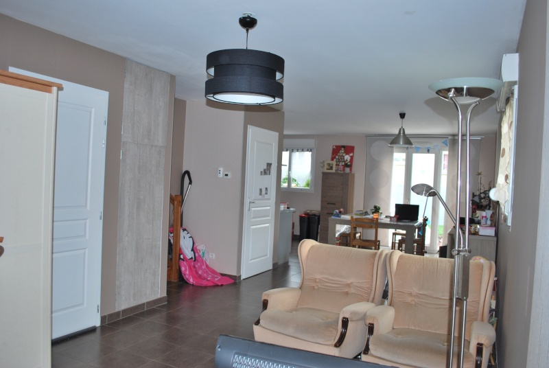 comment am nager son salon avec la porte d 39 entr e qui y arrive directement. Black Bedroom Furniture Sets. Home Design Ideas