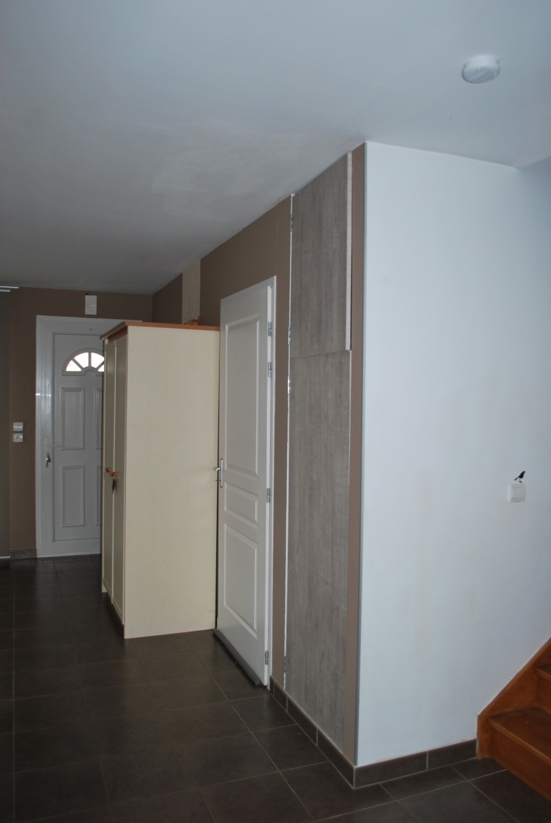 Comment aménager son salon avec la porte d'entrée qui y arrive directement??? Salon_10