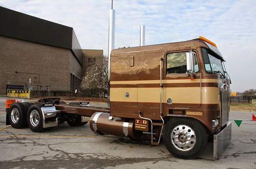 Tracteur cab over de tire.. 12592310