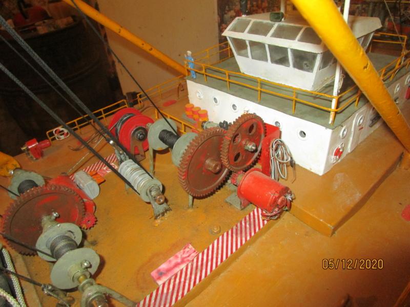 Barge-grue portuaire Orno (scratch RC 1/50°) de Caboteur44 Img_2723