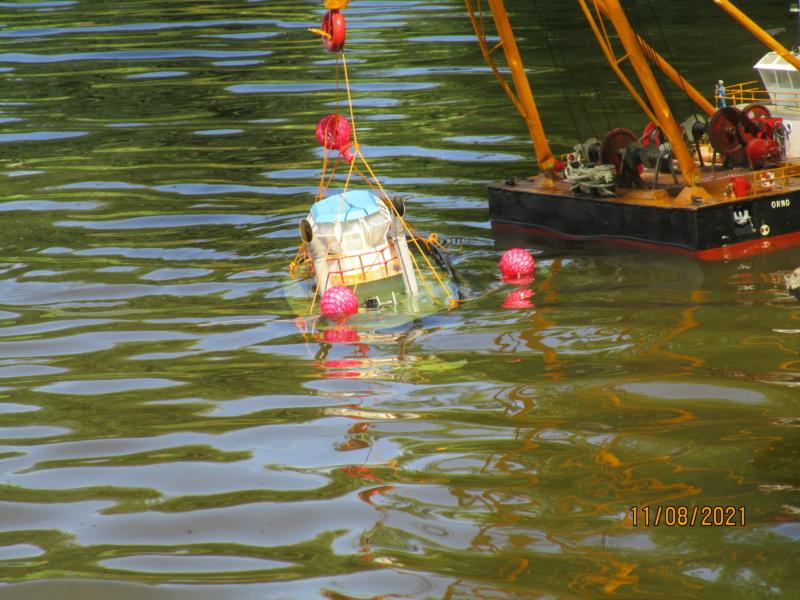 Barge-grue portuaire Orno (scratch RC 1/50°) de Caboteur44 Img_3011