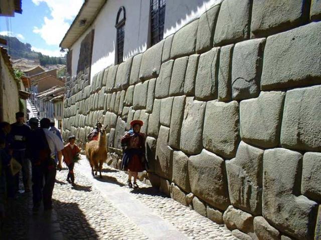 Les pierres vivantes de Sacsayhuaman Calle-10