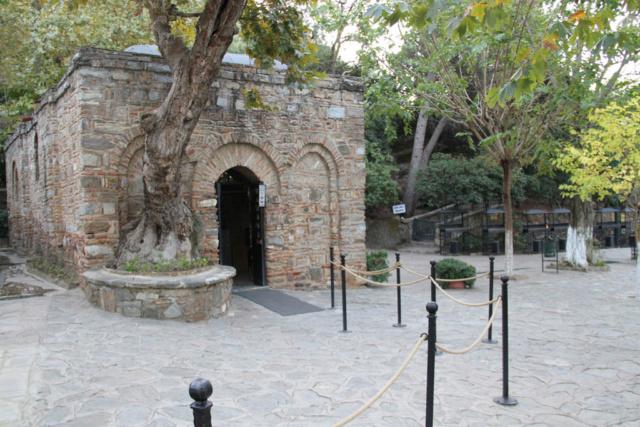 Trouvez le nom ET le pays de ce lieu : maison de la Vierge en Turquie  Xxxx_e10