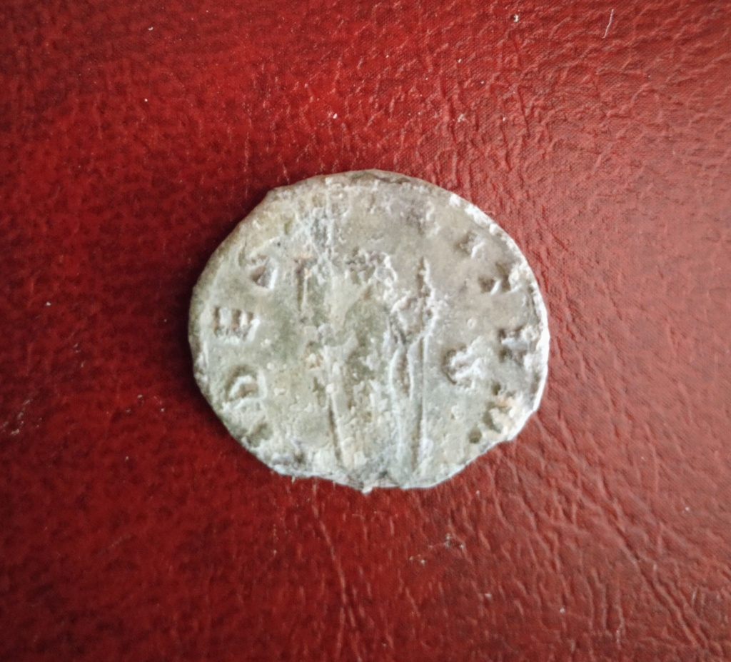 Antoniniano de Quintilo. FIDES MILITVM. Roma Img_2028