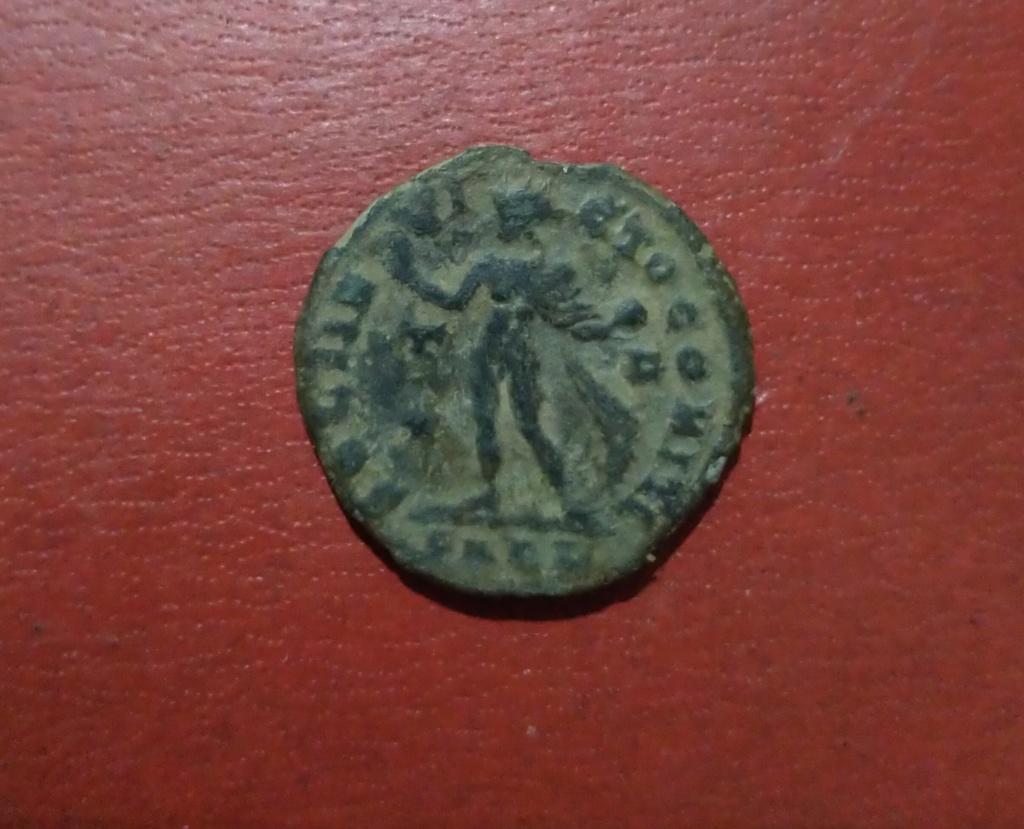 Nummus de Constantino I. SOLI INVICTO COMITI. Arlés Img_2038