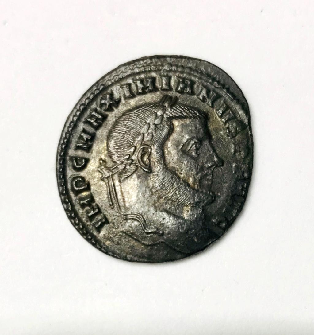 Nummus de Maximiano Hércules. SAC MON VRB AVGG ET CAESS NN. Moneda a izq. Roma 0e34f410
