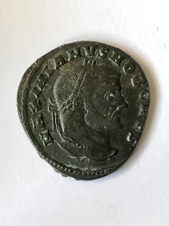 Nummus de Galerio como cesar. SAC MON VRB AVGG ET CAESS NN. Moneda a izq. Roma 59e21e10