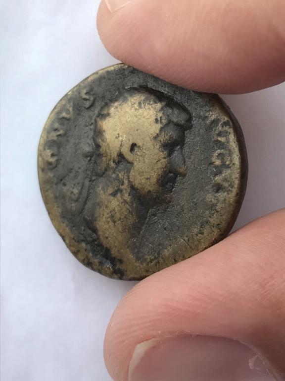 Dupondio de Adriano. HILARITAS P R - S C / COS III. Hilaritas estante a izq. Roma. Bd5a3d10