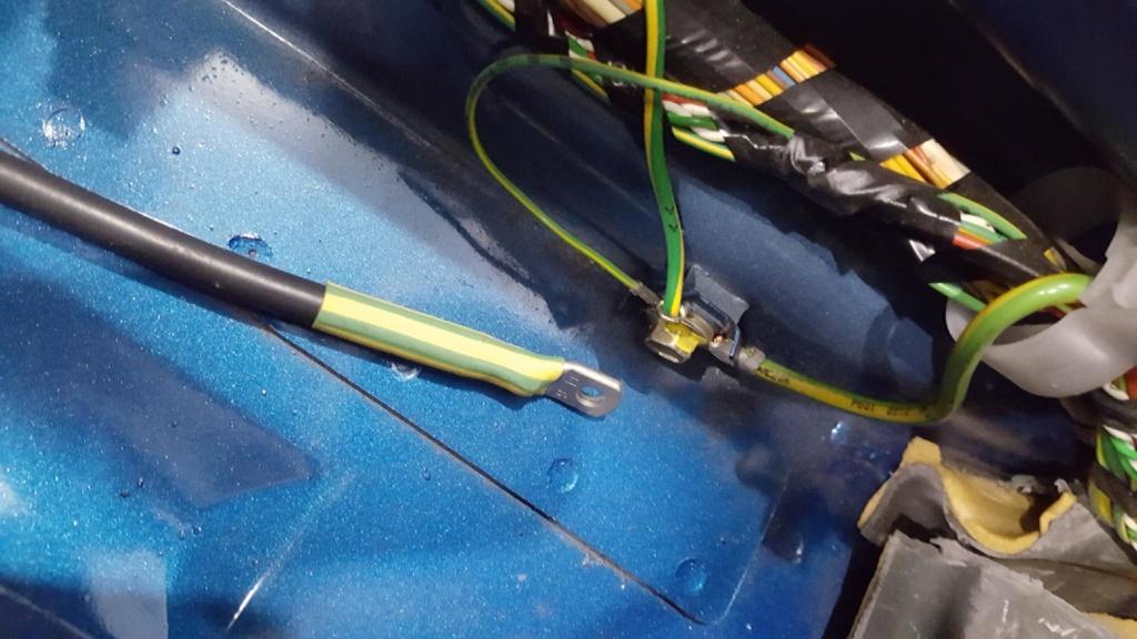 Connection de MALT/GRD pour ampli sous le siège Malt210