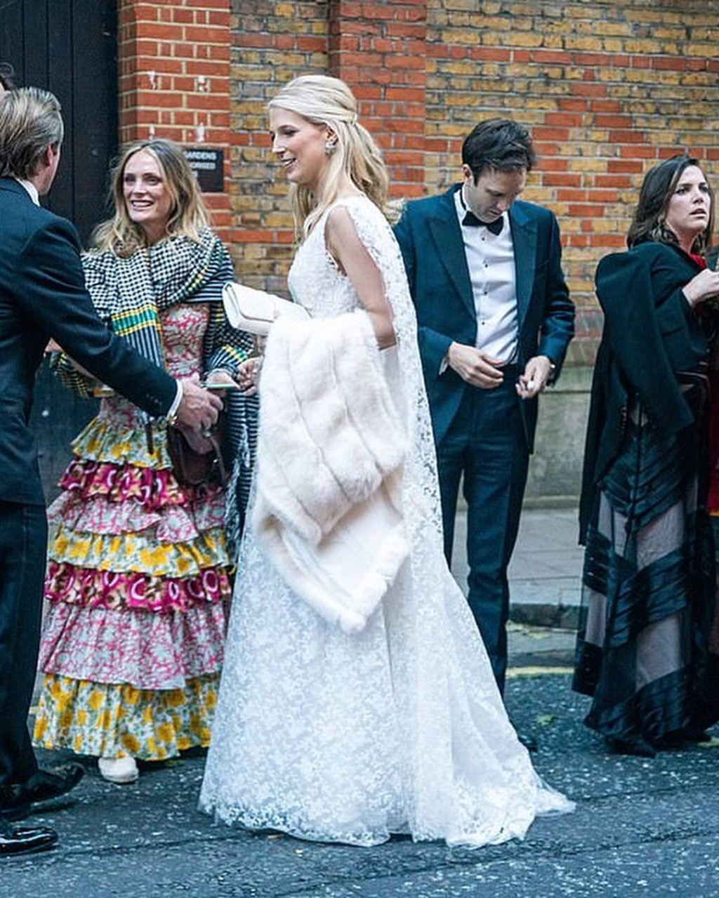 BODA DE LADY GABRIELLA WINDSOR Y THOMAS KINGSTON. EL 18/05 - Página 6 Foto6117