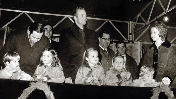 LA REINA SOFÍA Y SUS HERMANOS... Sofi410