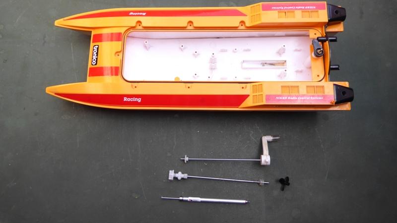 Aufmotzen / Instandsetzen eines NIKKO RC-Kunstoffrennbootes Msb_2010