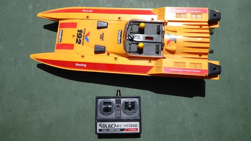 Aufmotzen / Instandsetzen eines NIKKO RC-Kunstoffrennbootes Speedb10