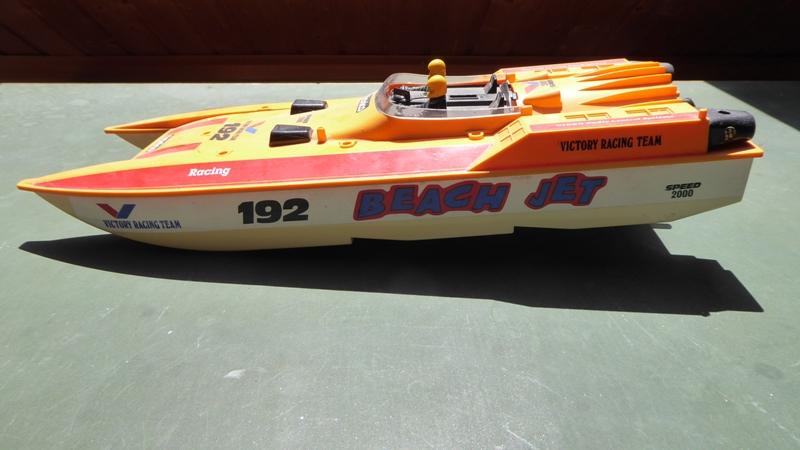 Aufmotzen / Instandsetzen eines NIKKO RC-Kunstoffrennbootes Speedb11