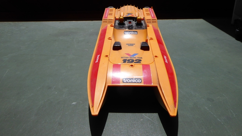 Aufmotzen / Instandsetzen eines NIKKO RC-Kunstoffrennbootes Speedb12
