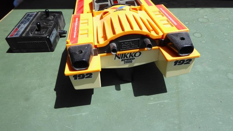 Aufmotzen / Instandsetzen eines NIKKO RC-Kunstoffrennbootes Speedb13