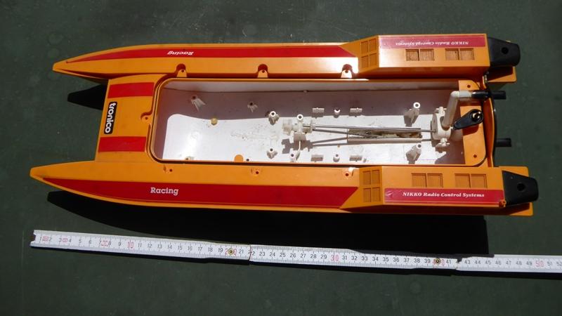 Aufmotzen / Instandsetzen eines NIKKO RC-Kunstoffrennbootes Speedb17