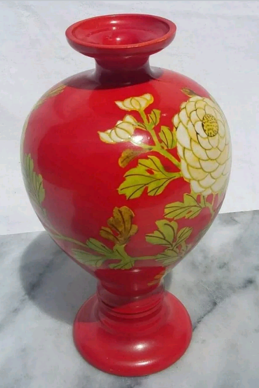 Bright Red Vase Floral Unmarked Screen25