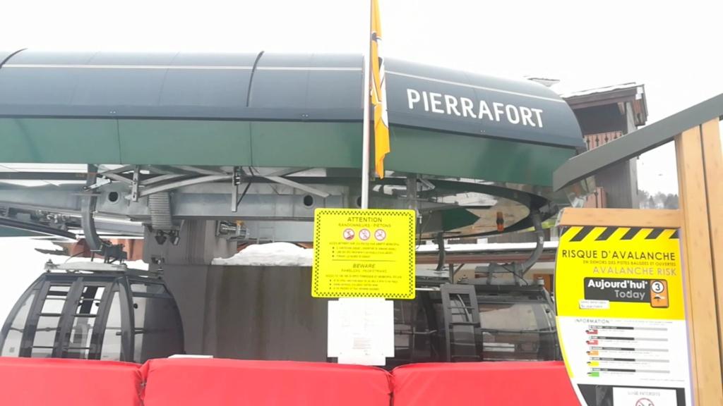 Télécabine à attache débrayable 10 places (TCD10) de Pierrafort Screen14