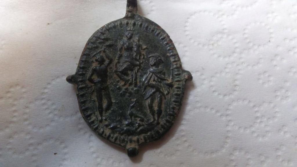 Papa  Pío V / Virgen con Niño entre San Sebastián y San Roque, S. XVI  Medall10