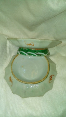 Pair of Chinese-looking small shallow bowls 20200235