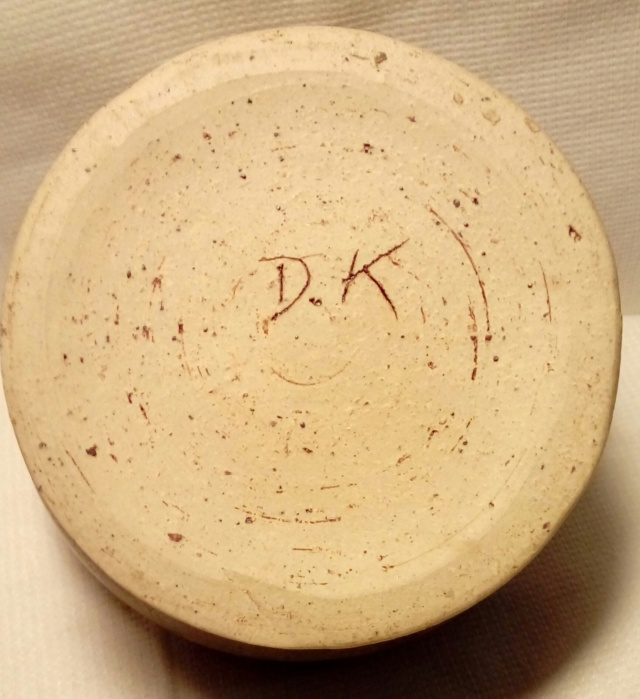 Little bowl with incised DK. 20200583