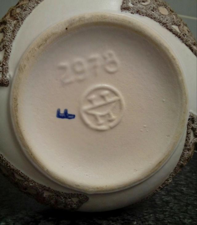 Twin-Handled Pot 2978. Piped Lava Glaze. 'UFO' Mark - VEB Haldensleben 20210516