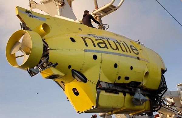Le Nautile Sous marin d'exploration de l'Ifremer au 1/8 ème - Page 3 Nautil32