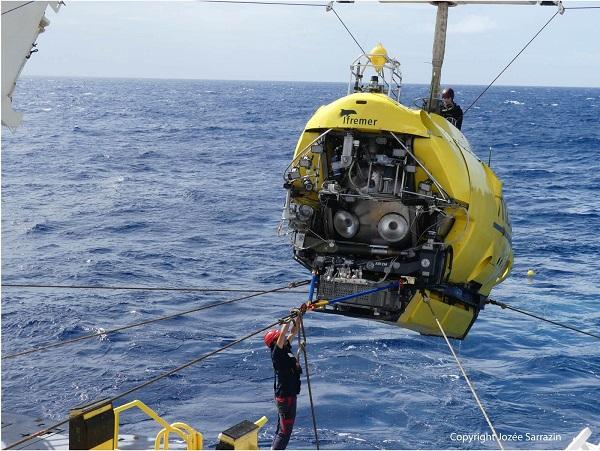 Le Nautile Sous marin d'exploration de l'Ifremer au 1/8 ème - Page 3 Nautil34