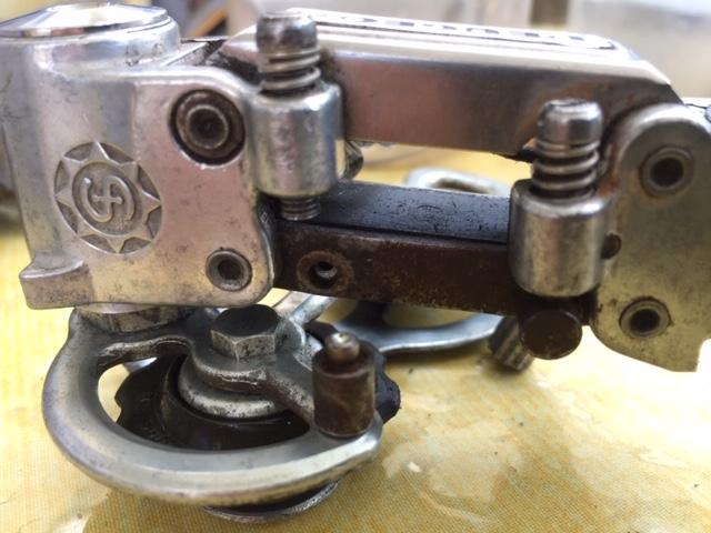 Comment réparer une tête de butée cassée (si c'est le bon terme) sur un dérailleur arrière simplex badgé peugeot Img_3719