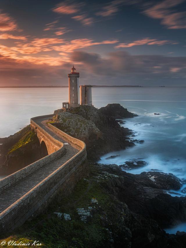 Lever de soleil en Bretagne sur Le Petit Minou 50637610