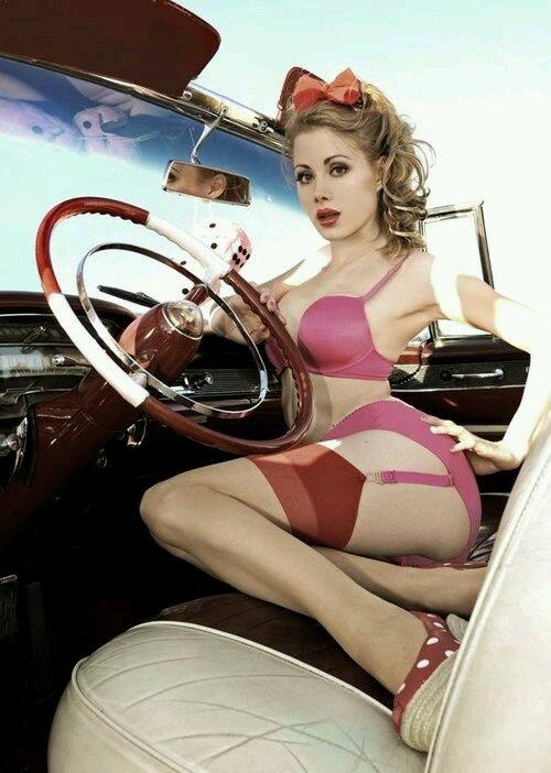 Pin-up et hotesse - Page 40 13179110