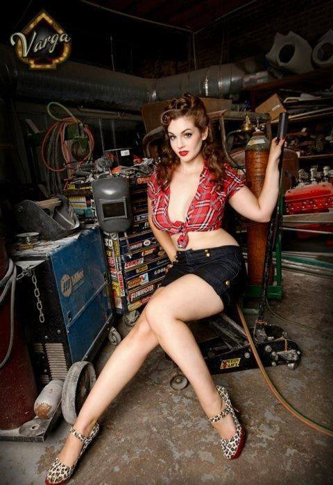 Pin-up et hotesse - Page 40 13227010