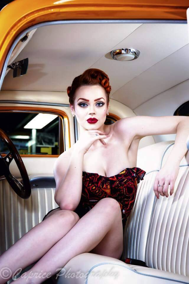 Pin-up et hotesse - Page 40 13256410
