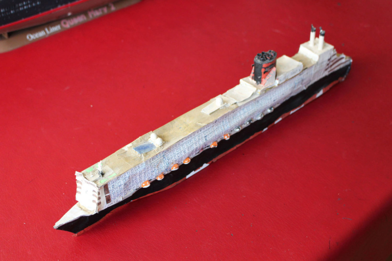 RMS Queen Mary 2 [Revell Platinium Edition v. LED 1/400°] de Jearchy Img_8028