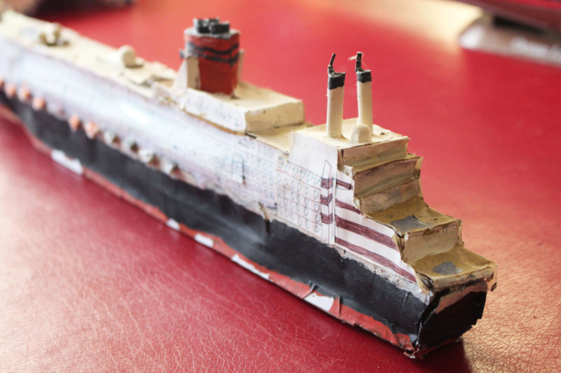 RMS Queen Mary 2 [Revell Platinium Edition v. LED 1/400°] de Jearchy Img_8030