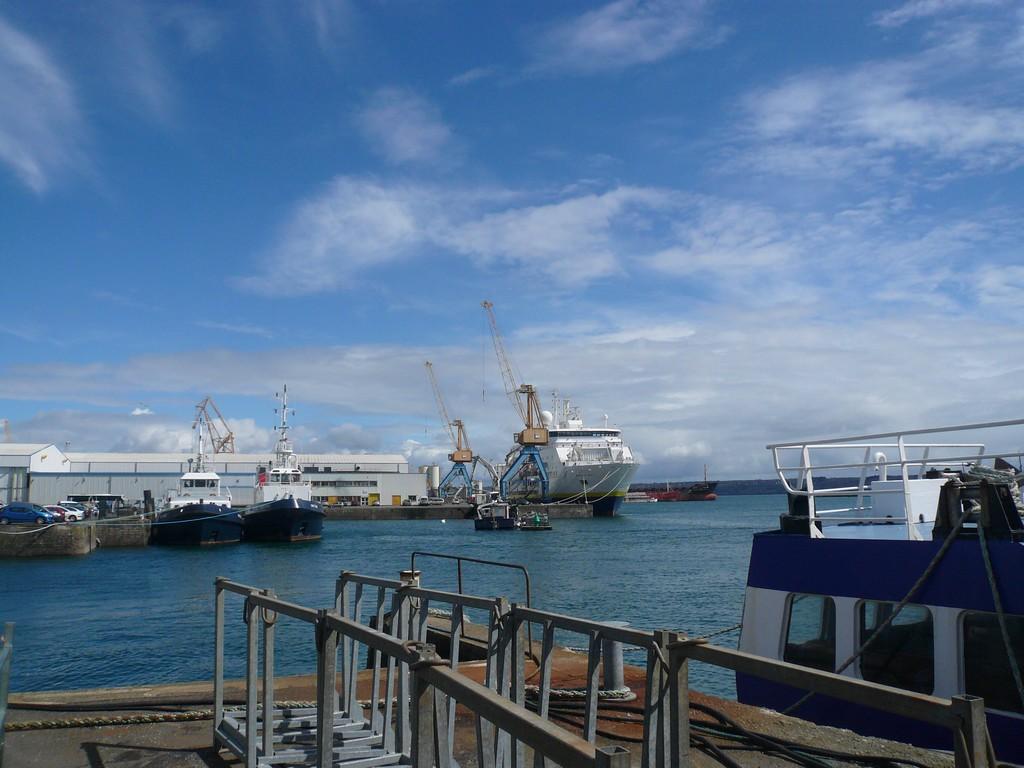 [Activité des ports, pêche plaisance] BREST 2007 - Page 3 P1110020