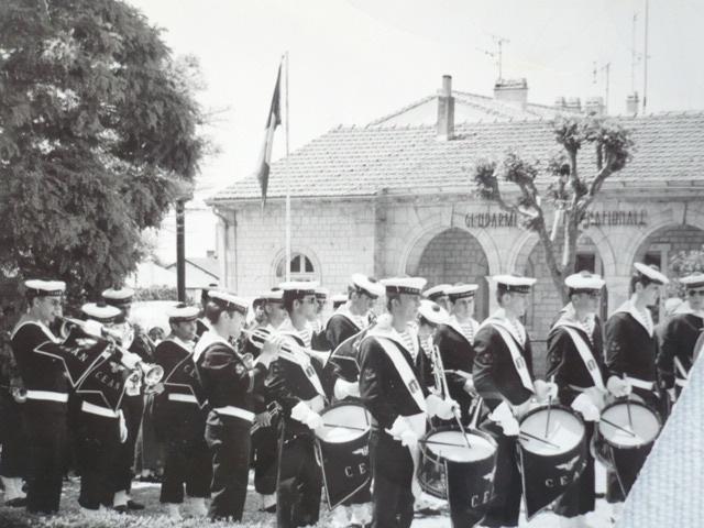 [La musique dans la Marine] Les fanfares des écoles... - Page 2 Tambou10