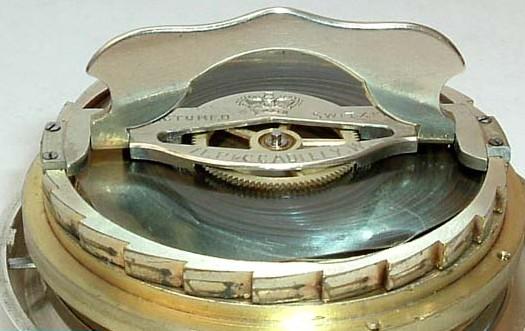 Besoin de vos lumières pour identifier une grosse montre gousset anglaise?? Octoma11