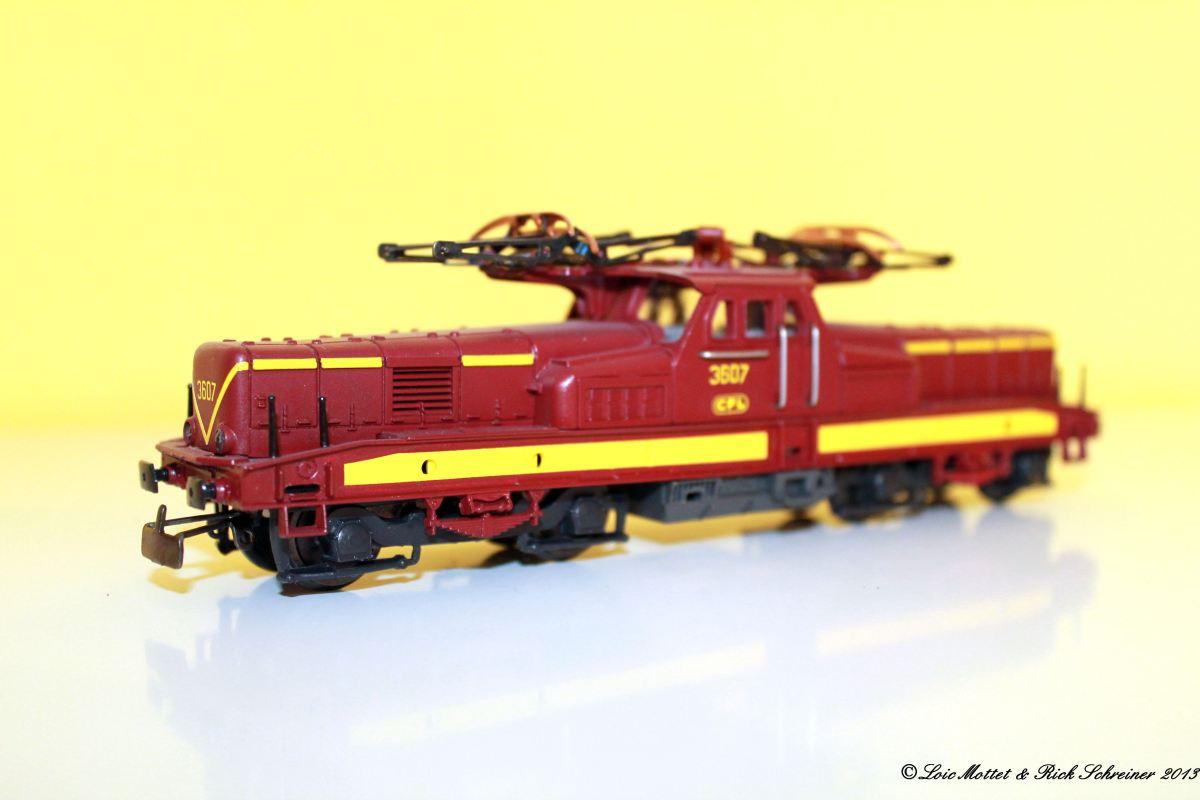 CFL Série 3600 Img_1912